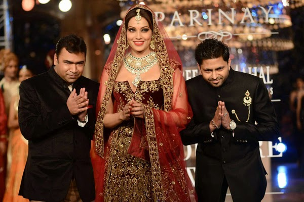 http://1.bp.blogspot.com/-26k7ImLxvLA/U8zFh6CMiyI/AAAAAAABvqc/SXpxK_ZUNgE/s1600/Sizzling+Bipasha+walk+the+ramp+for++Shree+Raj+Mahal+Jewellers+at++India+Couture+Week+(ICW)+(1).jpg
