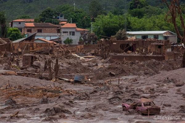 Mariana,MG,Minas Gerais,barragem rompe,mata , desabriga.