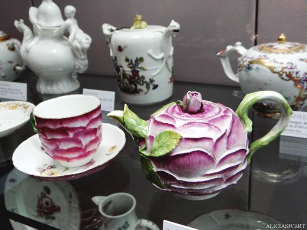aliciasivert, Alicia Sivertsson, Rouen, France, Musée de la Céramique, normandy, frankrike, nomandie, museum, porslin, fajans, porcelain, pot, tea pot, rose, tekanna, kanna