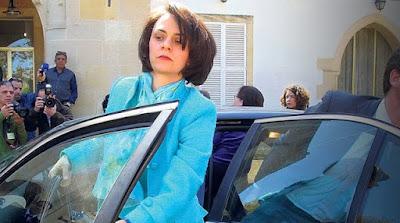 Πλάκωσε και η Ρουμάνα του ΔΝΤ.. Στην Κύπρο ο Αναστασιάδης της πέταξε την καρέκλα..και η υπουργός Εργασίας της είπε ότι «έχουν γεμίσει τα μπαρ της Κύπρου με Ρουμάνες πόρνες»