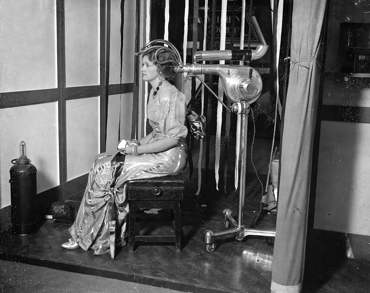 Hair Dryer 1920s ~ Vintage beauty salons hilarious photos of the early