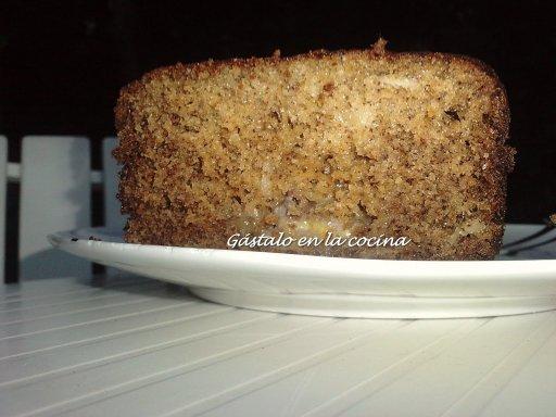 http://cocina.facilisimo.com/recetas/postres/bizcocho-de-platano-y-almendras_116401.html