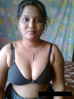 hot sexy desi indian bhabhi show bra and panty spicy pics trosewhite