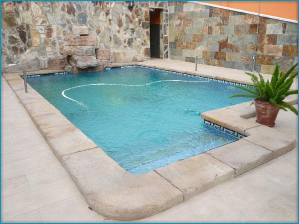 Banco de im genes 270 fotos de albercas y jardines con for Bordes decorativos para piscinas