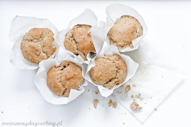Muffinki orzechowe z dżemem śliwkowym