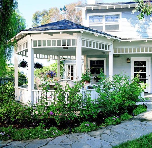 I haven hos Evigglade ♥: Det er genialt med en overdækket terrasse