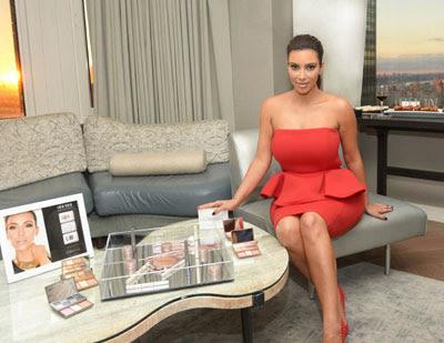 Kardashian Sister's Ma... Kim Kardashian Makeup Line