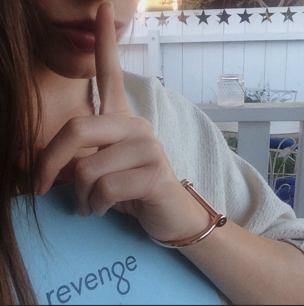 Revenge, Charlote Critica S04E16