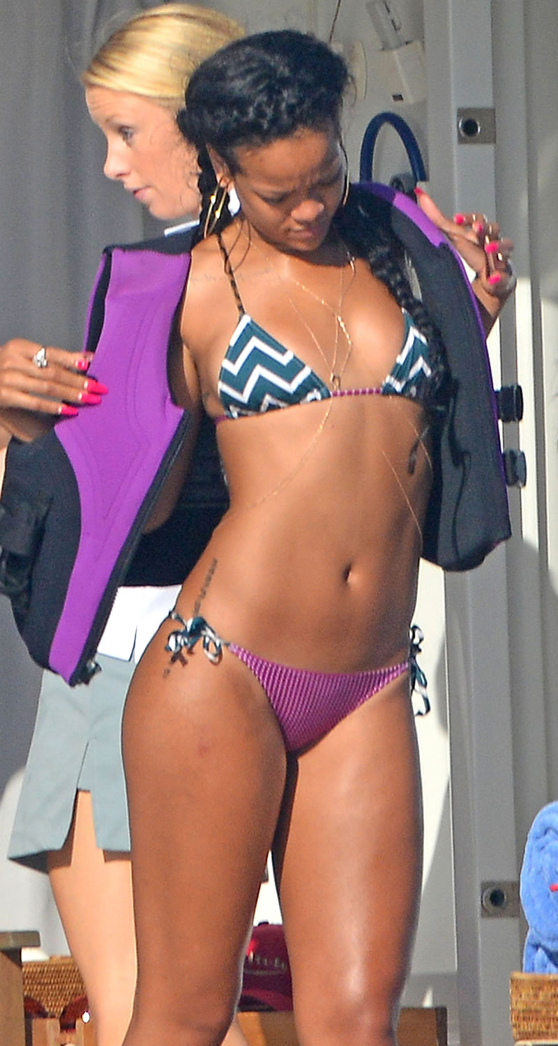 Suggest you Rihanna s pussy at the beach question