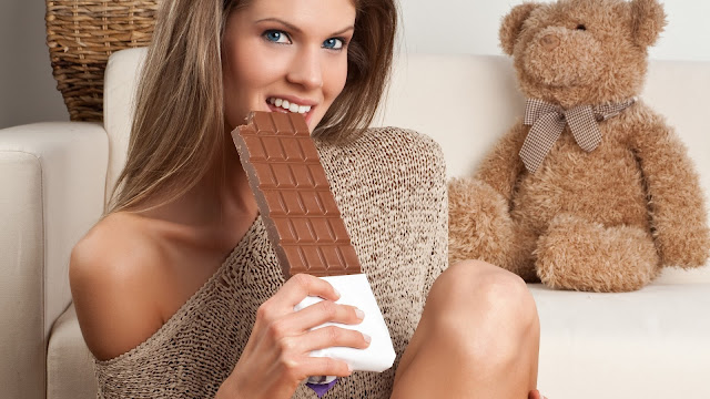 Model Girl Eat Delicious Chocolate