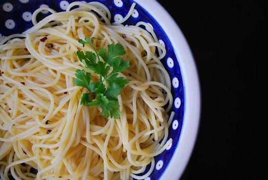 Spaghetti z czosnkiem, oliwą i papryczką