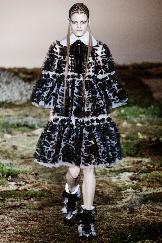 Alexander McQueen Paris Fashion Week Otoño Invierno 2014-2015 19