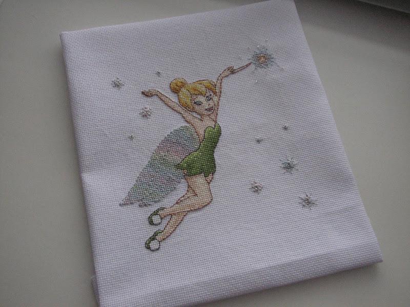 Как повесить вышивку на стену