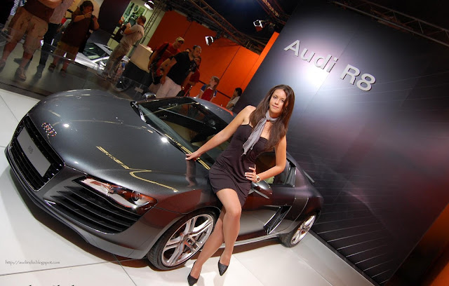 A hot model with Audi R8