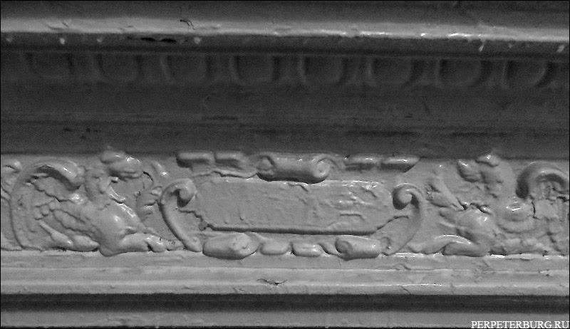 Фото парадных Петербурга - старинный камин