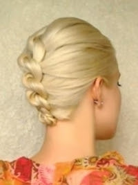 How-to-Style-a-Knotted-Chignon