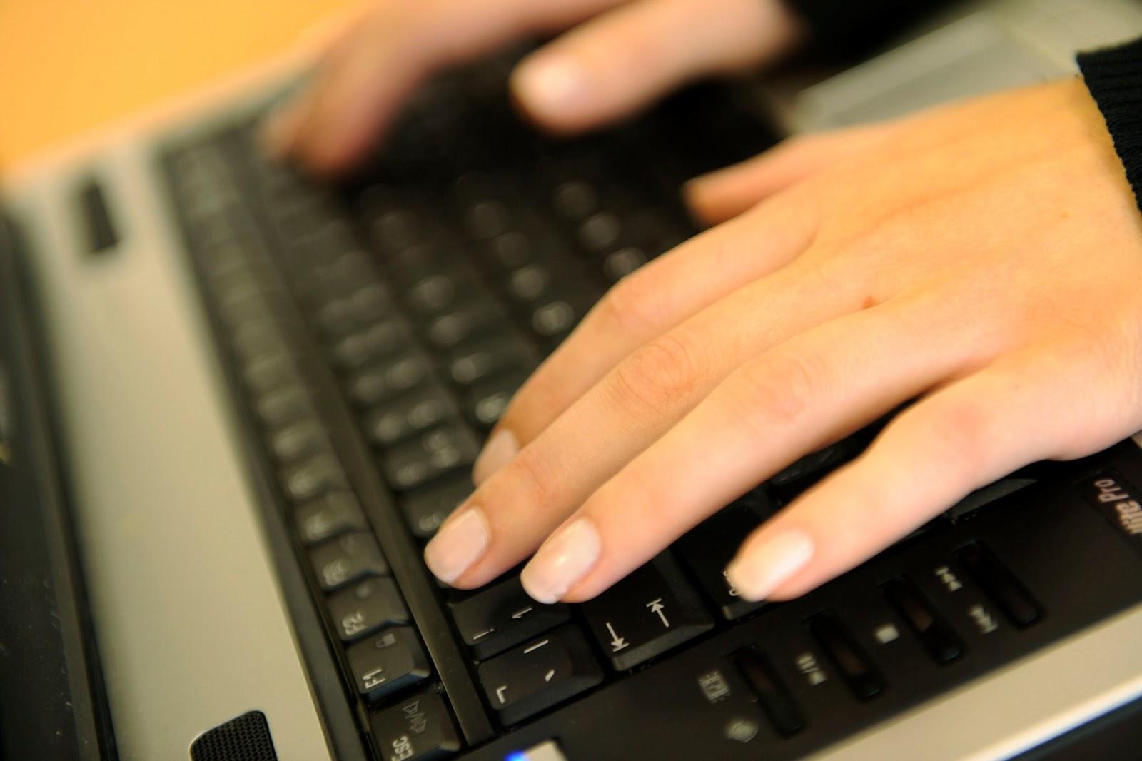 Girl typing tumblr