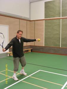 Tennisvalmentaja Olavi Lehto käytettävissänne yhteisen sopimuksen mukaan