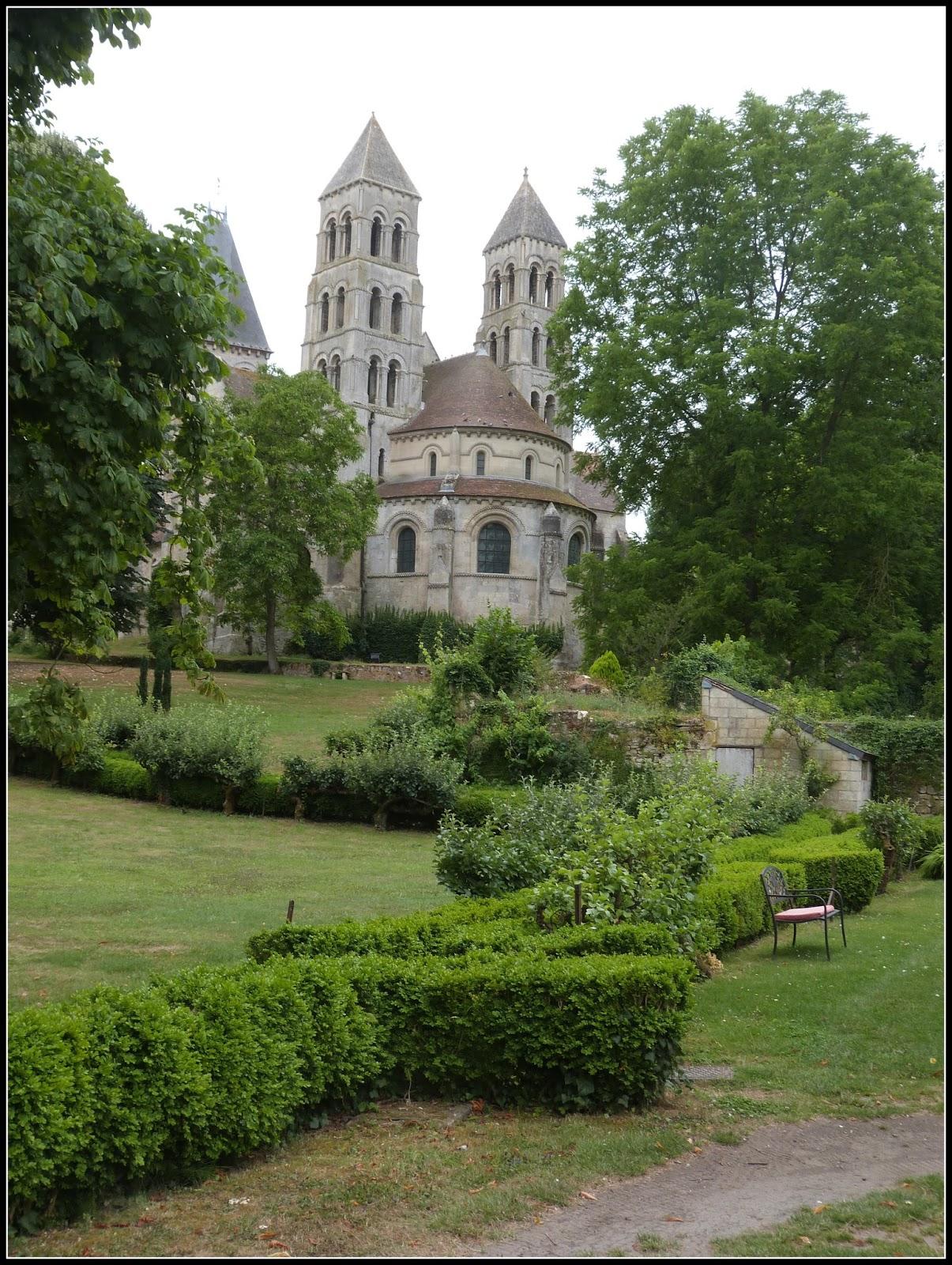 un jardin des fleurs visite de l 39 abbaye de morienval roseraie david austin 1 re partie. Black Bedroom Furniture Sets. Home Design Ideas