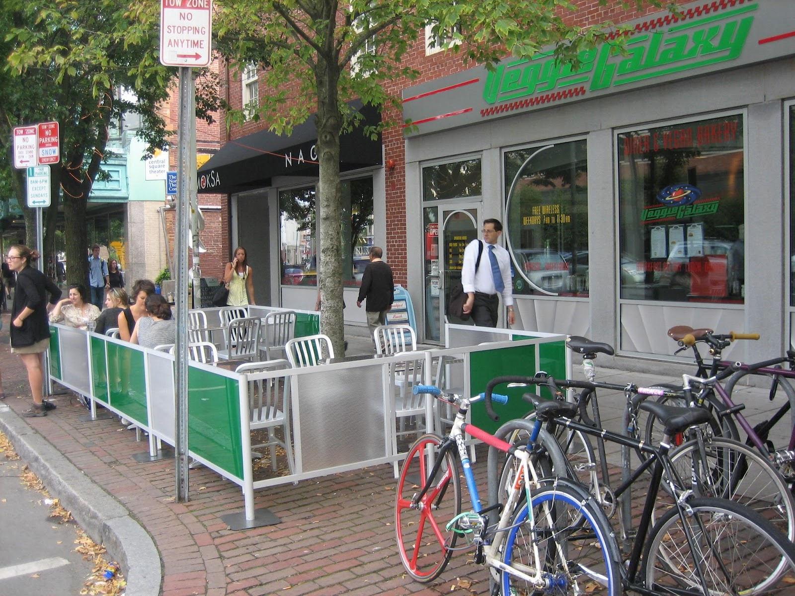 Cafe Barriers, Restaurant Barriers, Sidewalk Cafe Barriers, Cafe Fencing