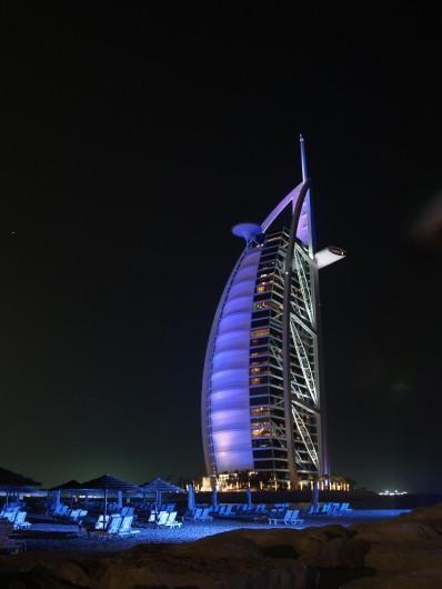 Burj dubai car and electronic wallpaper for Dubai hotel 7 stars
