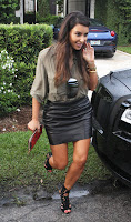 Kim Kardashian loooking hot in a leather skirt