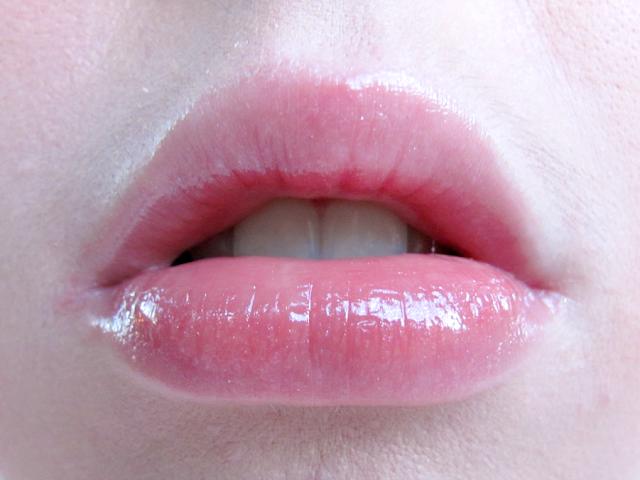 benefit-cosmetics-sugarbomb-ultra-plush-lip-gloss-swatch