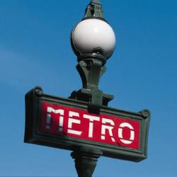 Réverbère de métro à Paris