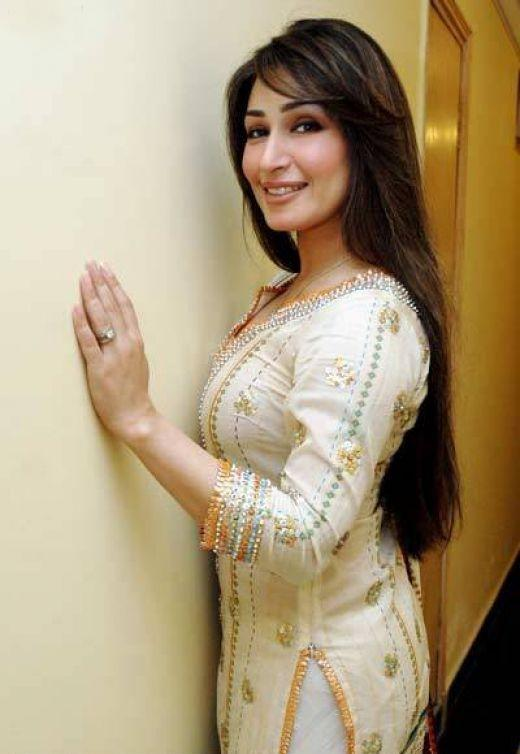 latest fashion trend reema khan with latest style