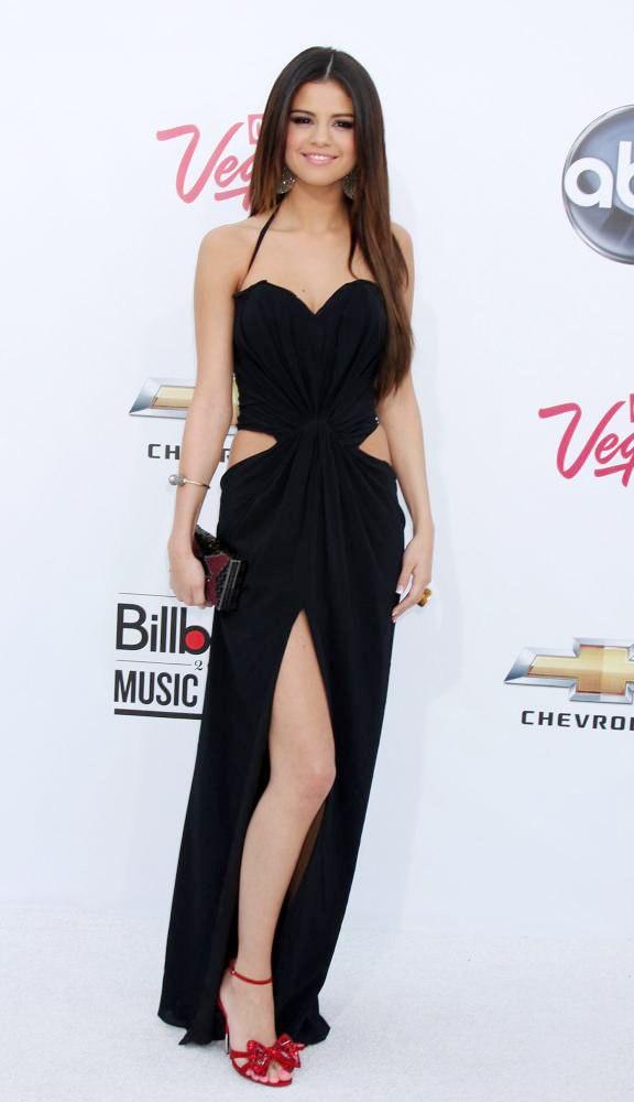 justin bieber and selena gomez 2011 billboard music awards. 2011 Billboard Music Awards: