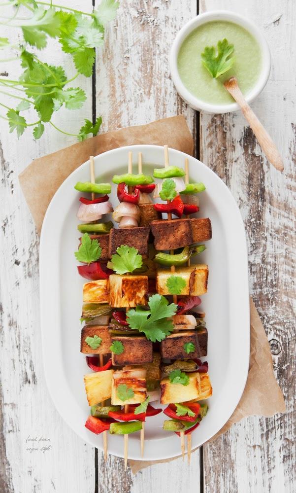 http://foodpornveganstyle.blogspot.com/2015/05/weganskie-szaszyki-z-ananasem-i-tofu.html