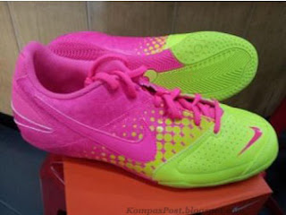 Sepatu Futsal Nike Elastico Volt Pink Harga: Rp. 550.000