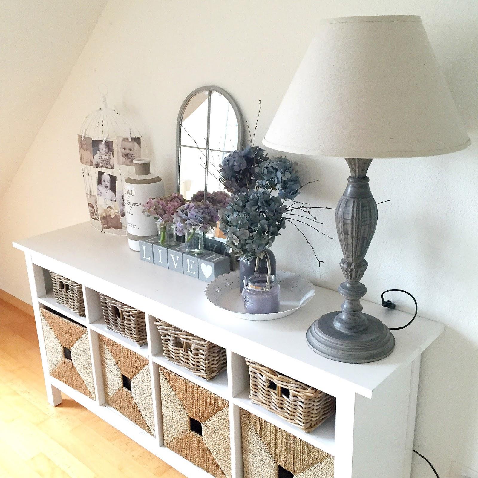 Credenza bianca lucida con vetri for Mensole cucina ikea