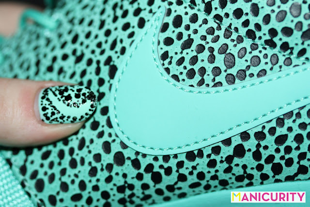 "Manicurity | Aqua Nike Roshe Run ""Safari"" Sneaker-inspired Textured Nail Art"