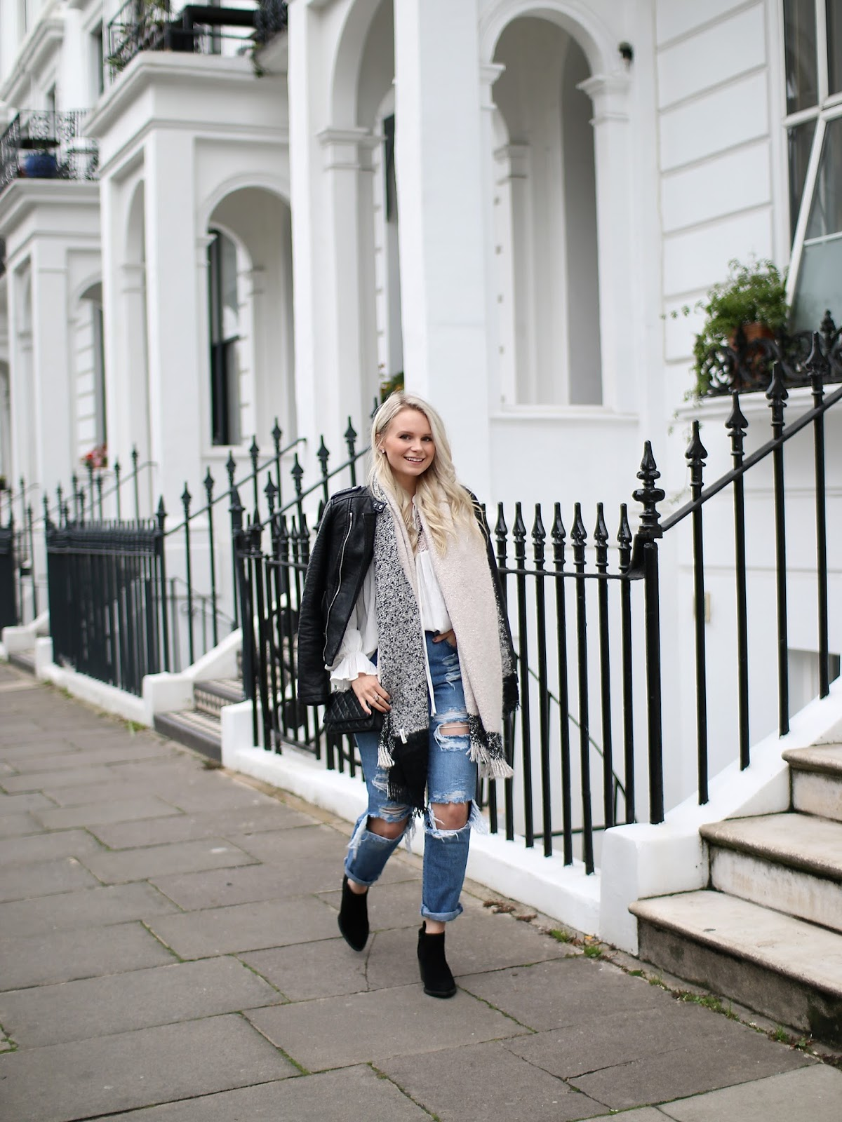 london blogger walking through notting hill wearing ripped jeans and black suede ankle boots