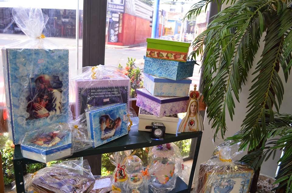 Caixas artesanais do Bazer da Casa de Apoio Danielle - Blog Mineira sem Freio