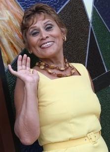 Irma Maury con cabello corto y flequillo