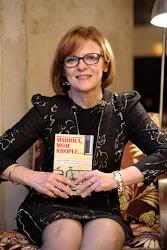 Małgorzata Gutowska-Adamczyk ze swoją książką