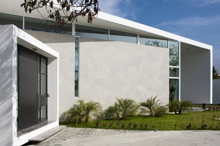 Entrance doors on Beautiful white house by 7xa Taller de Arquitectura