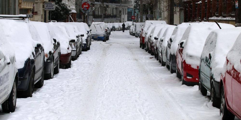 Πολλά τα προβλήματα από τον χιονιά σε όλη την Ελλάδα – Θα χιονίσει και στην Αττική