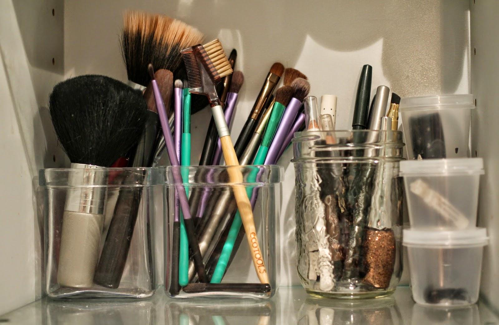 makeup brushes, makeup organisation, makeup storage