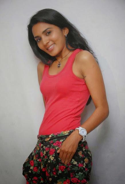 Sindhu Lokanath Hot Image