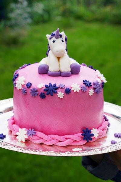 pearls and peaches einhorn torte unicorn cake. Black Bedroom Furniture Sets. Home Design Ideas