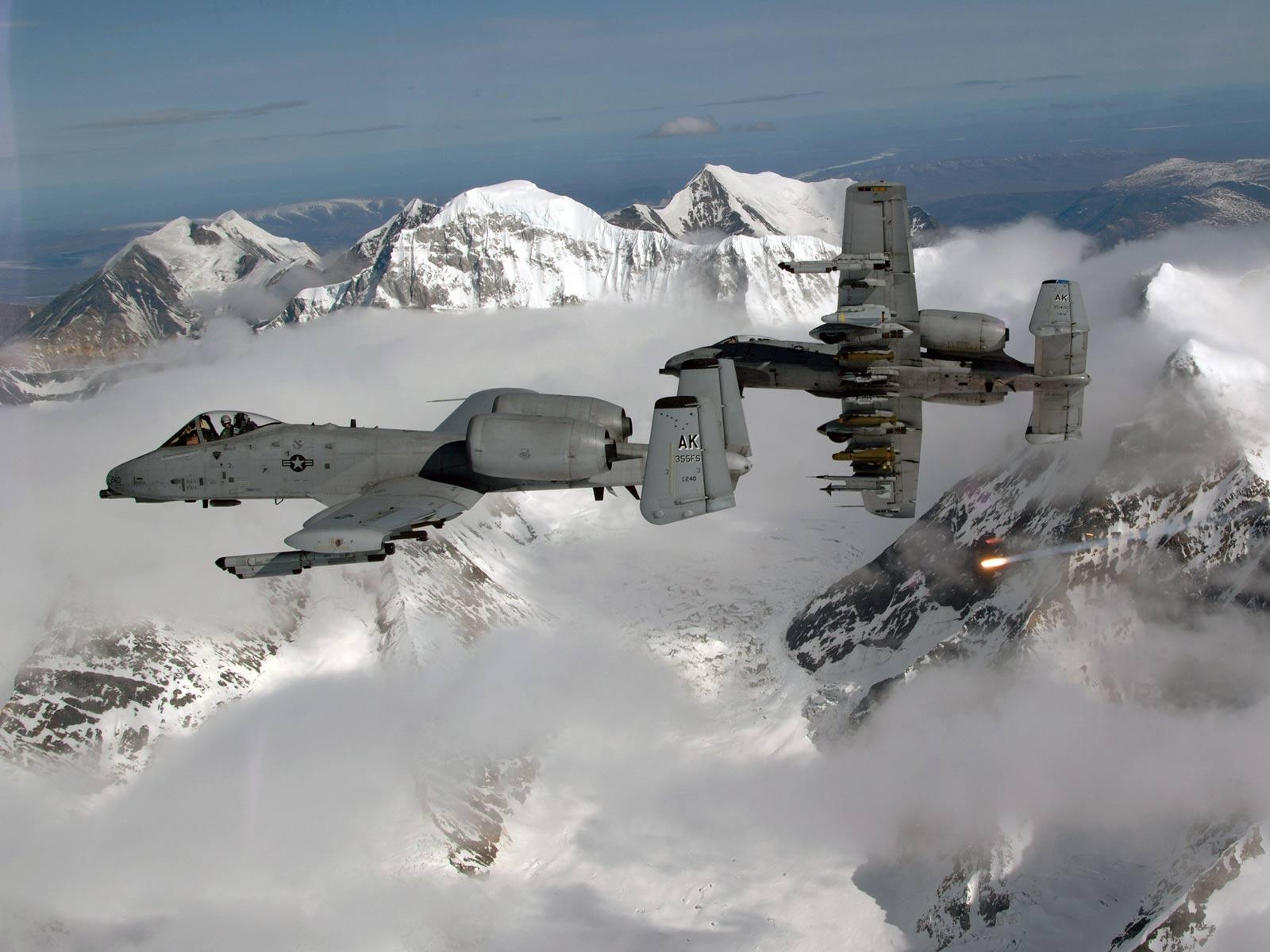 http://1.bp.blogspot.com/-2CbUQiMyE0Q/TeXSFdeb2GI/AAAAAAAABEk/MuWid_fDWno/s1600/A_10A_-_Military_Aircraft.jpg