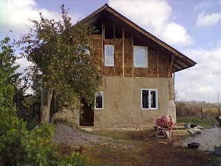 Оштукатурен первый этаж соломенного дома Днепропетровск.