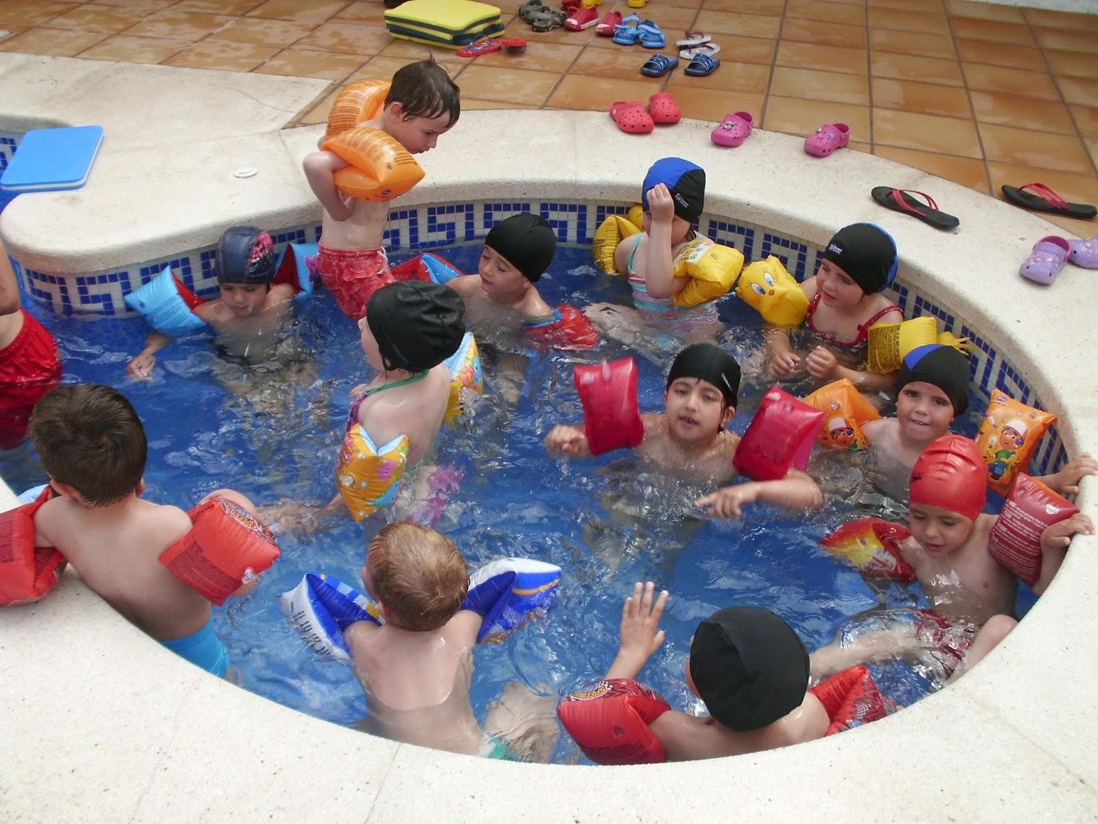 Cra celumbres activitats a la piscina for Piscina jose garces