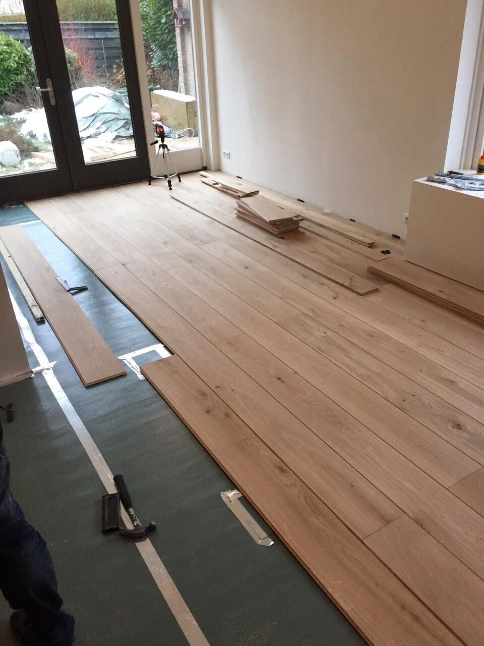 houten vloer verlijmd leggen op tegels wordt de houten vloer