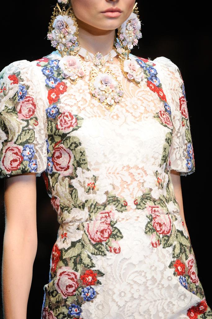 http://1.bp.blogspot.com/-2DkwaEzlT0M/T15DC_4ZN7I/AAAAAAAAL10/JpfBQZQ-oiQ/s1600/Dolce+&+Gabbana+Fall+2012+%D0%B2%D1%8B%D1%8802.jpg
