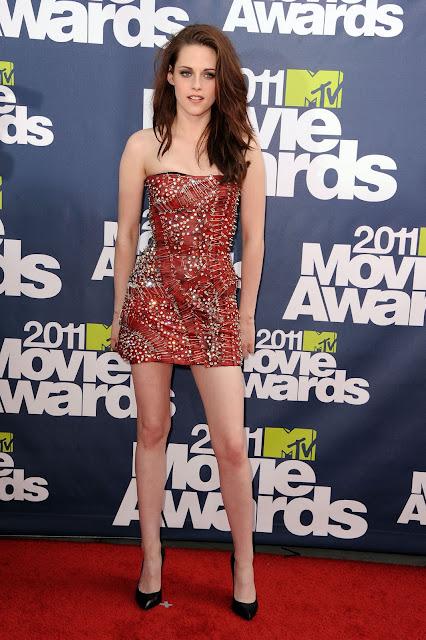 robert pattinson and kristen stewart 2011 mtv. Kristen Stewart looked hot in
