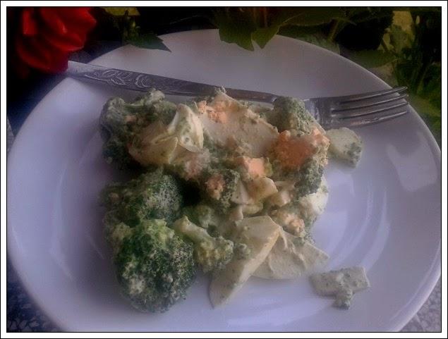 Szybka sałatka brokułowa z jajkiem